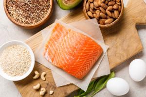 Stravovací návyky a výživa u revmatoidní artritidy: Může dieta ovlivňovat vývoj nemoci a klinické projevy?